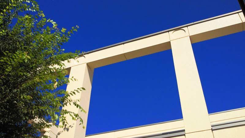 地中海の空のような青さです・・・